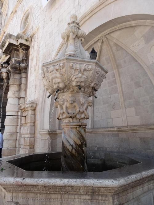 ルジャ広場にあるオノフリオの小噴水