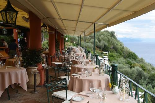 スプレンディードでの宿泊料金には朝食とランチかディナーが含まれている。夕景と夜景を見たくてディナーを選択した。そしてテラスレストランであるLa Terrazzaの眺めの良い席をアメックスを通してリクエストしていた。