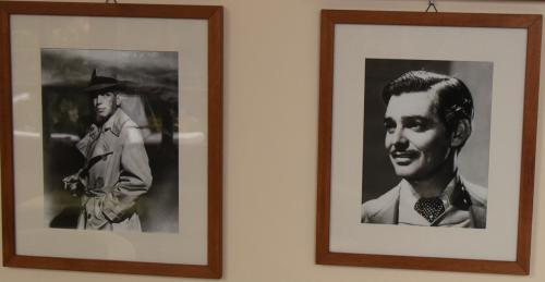 レストランに行く途中には、訪れた有名人の写真が飾ってある。俳優が多い。