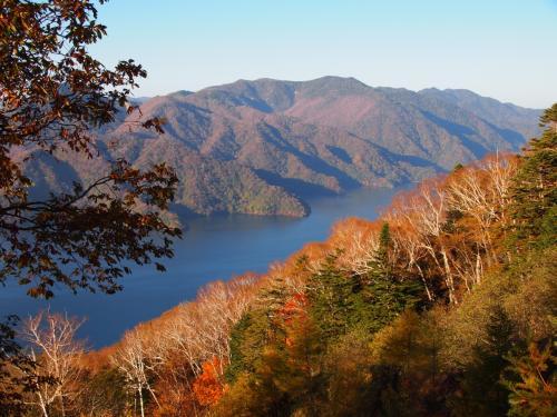 四合目鳥居下からの中禅寺湖