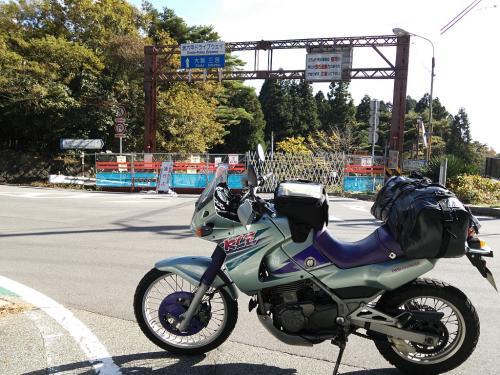 箕谷から六甲山へ。<br /><br />バイクが通れない道があることは知っていたのですが、表六甲ドライブウェイは通行止めだったとは...