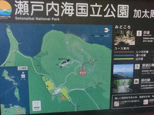 休暇村紀州加太に着く少し手前のカーブの所に、車数台が停められる駐車場がある。