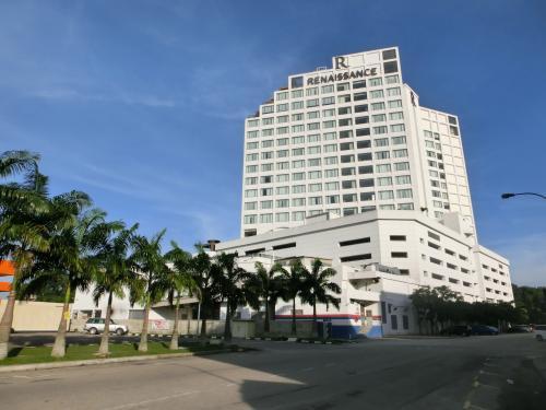 マレーシア第二の都市ジョホール・バル(以下JB)はマレー半島の南端に位置する国境の町で、シンガポールと橋で結ばれている。シンガポールの物価高により多くの人がJBにコンドミニアムを購入し、シンガポールに通勤しているという。<br />写真:ルネッサンス・ジョホールバル・ホテル」
