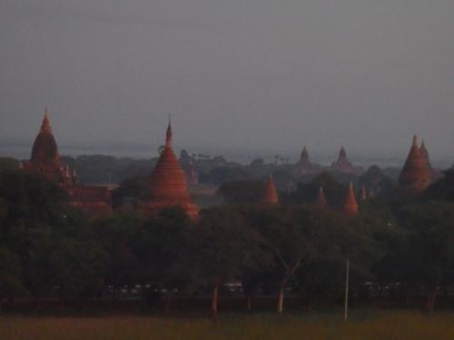 多くの仏塔が見えて、バガンのイメージそのものです