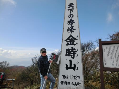 そこで私も鉞を持ってみました。<br /><br />奥さまに撮ってもらったら富士山が…