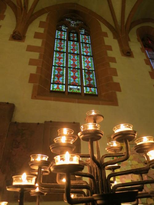 決して豪華ではないけれど、温かみのある素敵な教会でした。
