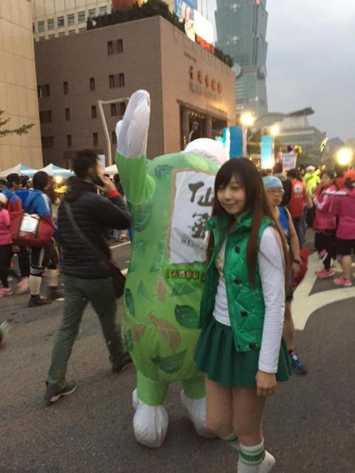 台湾最大のマラソン大会だけあって、お祭りのようです。<br /><br />(僕は初フルで余裕なし)