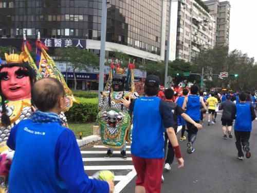 台湾のお寺のお祭りの大きなお面