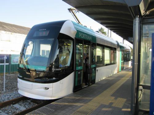岩瀬浜駅に来るのは、これで3回目。富山ライトレールに転換後、2回目になります。バスからの乗り継ぎは、抜群です。