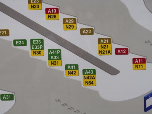 空港のバス乗り場もすぐわかりました<br /><br />一番かかりにA43のバスが停車してて、すぐ出発しました(^^♪ラッキー