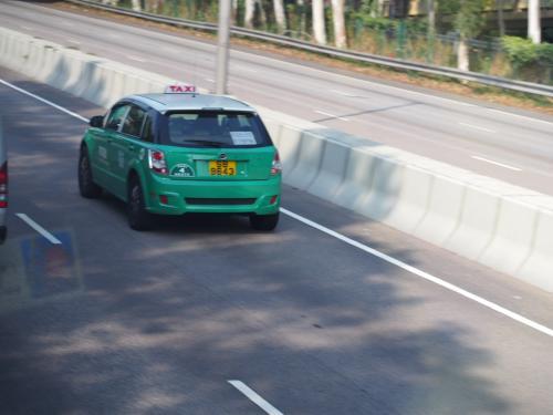あっ!緑のタクシーだぁ〜もうすぐだなぁ〜(香港近郊は赤いタクシーだからね)