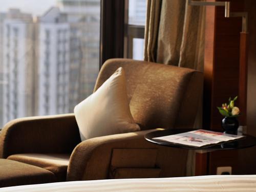 お部屋は、清潔で、部屋の広さは、うぅ〜ん(≧▽≦)って感じです。<br /><br /><br />まぁ〜香港よりもお得感有りなので、我慢しますけど。<br /><br />セキュリティーもしっかりしてました、エントランスには、私服のガードマンがウロウロ
