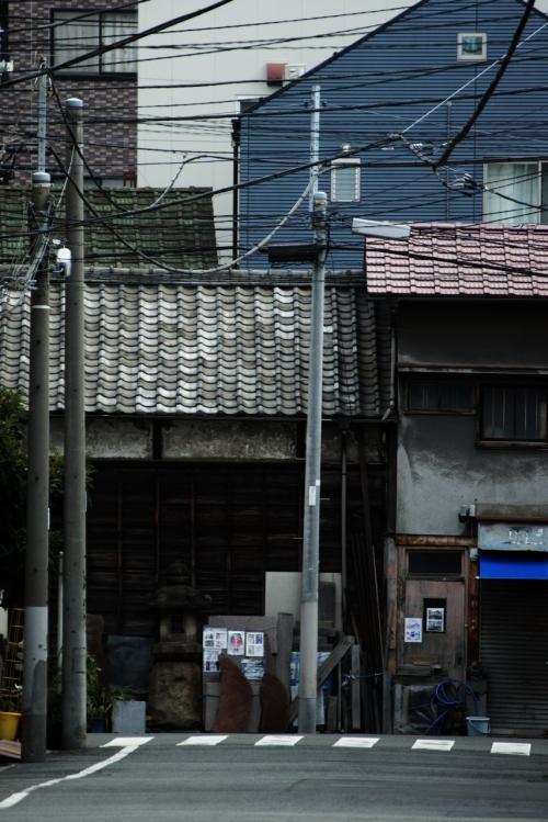 神社がある一角だけはにぎわっているけど、街はひっそりしてます。<br /><br />さすが元旦ですね。