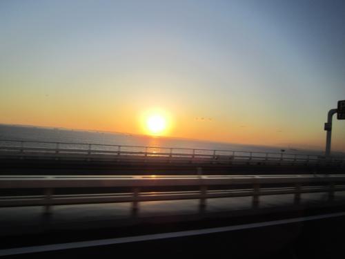 私が、ことし(2015年)の冬休みの旅行に選んだのは、<br /><br />(初のアクアラインから 東京湾に沈む夕日)