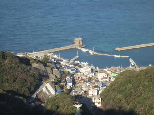 山頂からの眺めは、最高!この日は、お天気も良く、東京湾の向こうに、雪をかぶった富士山も見えました。