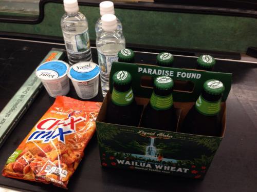 コナビール「WAILUA WHEAT(6本セット)」とスナック菓子、ヨーグルト、ミネラルウォーターをお買い上げ!