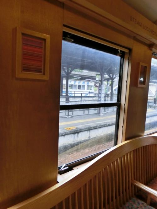 展望ラウンジにやってまいりました!がパノラマ席は大人気。<br />他の乗客を写さないよう、空いてる席だけをパチリ。