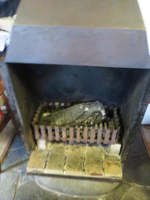 レーモンド建築の特徴である暖炉がリビング・ルームに造られている。