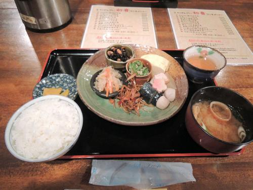 まずは腹ごしらえ。近くのお店でおばんざい定食を食べた。これで650円は安い。