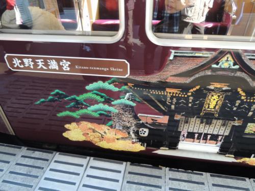「京とれいん」は、京都の名所が描かれたラッピング列車だった。