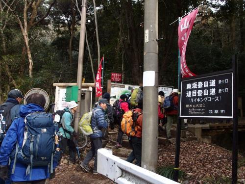 東坂登山道から、入山です。<br /><br />ここは、前回と同じです。
