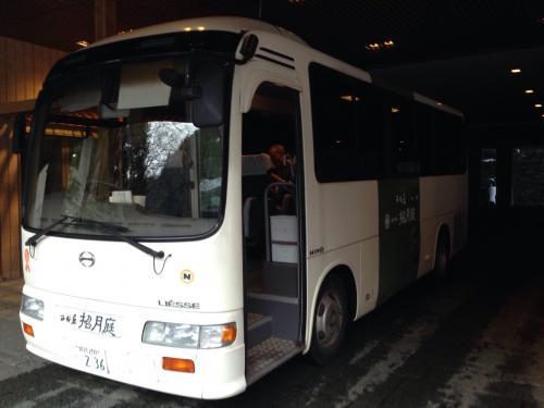 30分毎に出ている旅館のシャトルバスに乗って外湯めぐりへ出発!