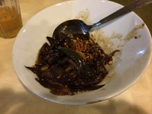 まず注文したのはアドボ・タロン☆茄子を甘辛く炒めたもの。<br /><br />うんうん!こんな味だった!