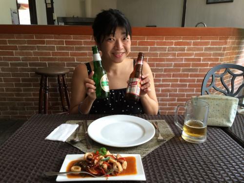そしたらビールで疲れを癒そう♪<br /><br />リゾートを出てすぐにあるスペイン料理レストラン「オラ・エスパーニャ」でランチ。<br />かつて統治されていたので、スペイン料理を美味しくいただけるフィリピン☆