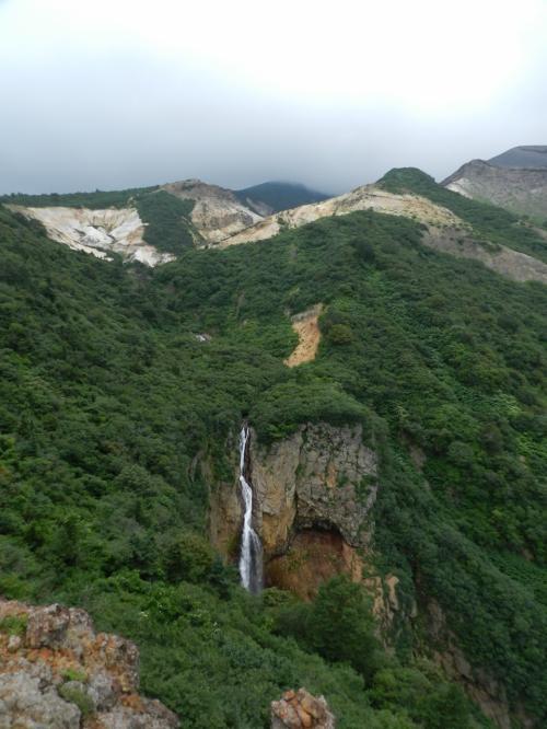 『不帰の滝』です。<br /><br />落差は45mあり、この滝の源は「御釜」なんですよ〜!<br />