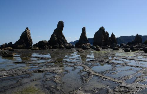 橋杭岩。  <br /><br />大オガミ岩(左から2つ目)は、僧が座っているようにも見えます。<br />