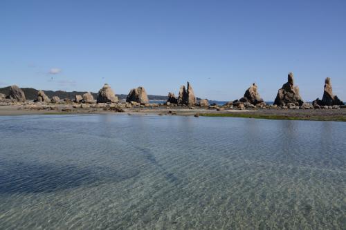 真ん中=ハサミ岩。<br /><br />右へ順に、ポオス岩・大オガミ岩・小オガミ岩。<br />