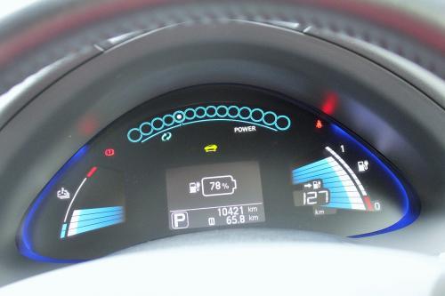 スタート時、充電は78パーセント!<br />127キロ走行可能ってことだけれど、リーフは全てを電気で賄われるので0パーセントになっちゃうと、止まっちゃうというプレッシャー。<br />だから、充電設備を見かけたら早め早めの充電をしたくなっちゃうなぁ。<br />慣れてくるともう少し余裕もできてくるのかもしれないけれど……
