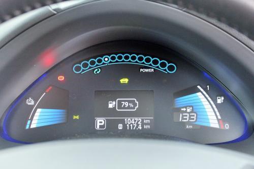 30分間充電完了!<br />79パーセントまで戻ったので、一安心♪お家まで帰れるね。<br />京都ー大阪程度の距離なら一回の充電で良いんだ。。。この程度の距離なら使い勝手の良い車だわ。