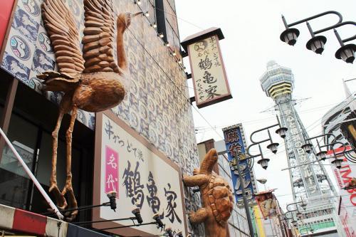 鶴と亀の立派なオブジェ。<br />大きくて派手なもの作っちゃおう!的なこの文化。<br />ある意味異国感(笑)