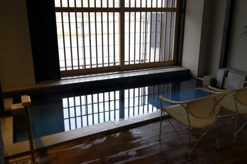 もちろんここも温泉で泉質はラジウム系です。源泉温度が低い(約17度)ので沸かし湯のようですね。