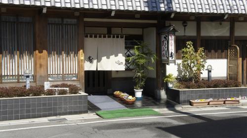帰路は桑名で蛤でも食べたか、「キッチン寿」は桑名城近く。蛤が美味しい。