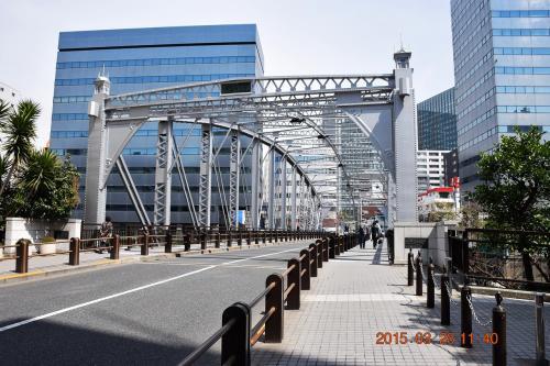 隅田川を逸れて亀島川に架かる南高橋(みなみたかばし)を渡ります。<br /><br />関東大震災で損傷した旧両国橋の橋梁トラスの中央部分を移設して造られた橋とのことです。<br />