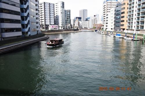 隅田川に合流する亀島川です。