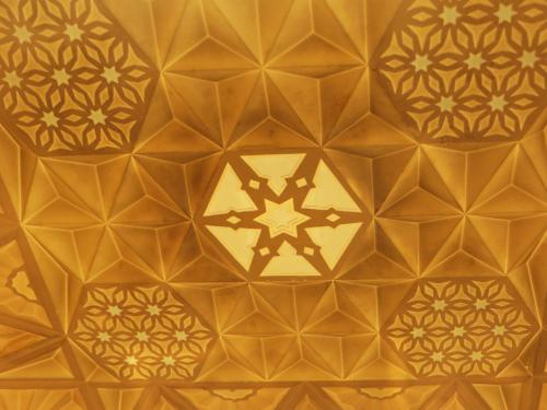 天井に描かれた装飾の一部。