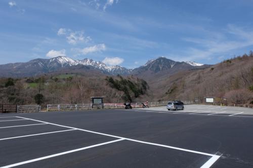 今シーズン、駐車場が広く整備されました。<br />清里ピクニックバスの停留所もありますので、JRでお越しの方は清里駅からバスをご利用ください。<br />ピクニックバスの情報はこちら。<br />http://www.kiyosato.gr.jp/traffic/p-bus.html