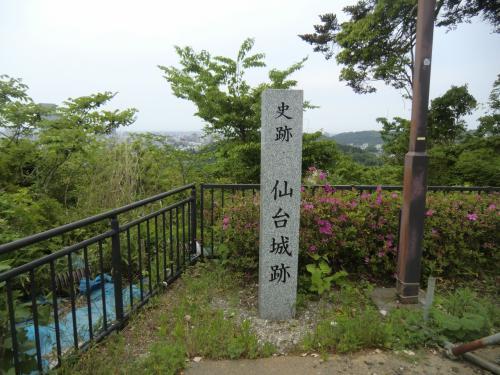 仙台城跡の碑。