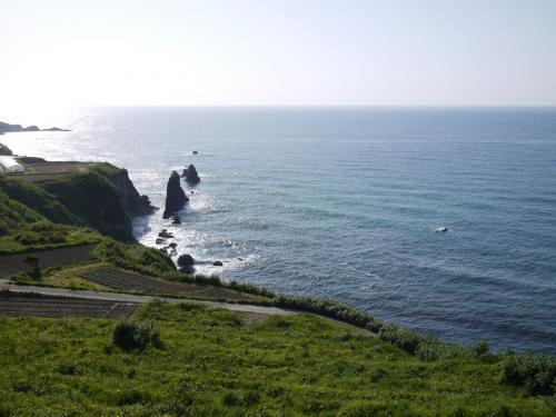 屏風岩という岩がありました。<br />日本海に来たのは、久しぶりです。<br />日本海って、なんか男前な感じしますね。