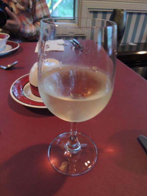 注文した白ワイン。