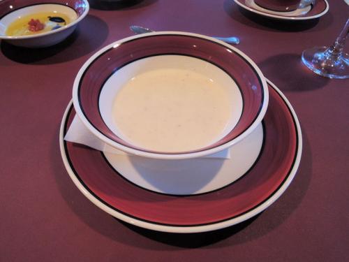 スープ。シェフのこだわりが感じられる味がした。