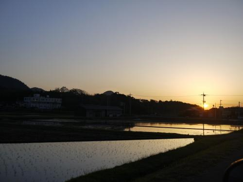 お風呂上がりにみた夕焼け。<br />静かで、風の音しか聞こえない。<br />なんとも、穏やかなひとときでした。