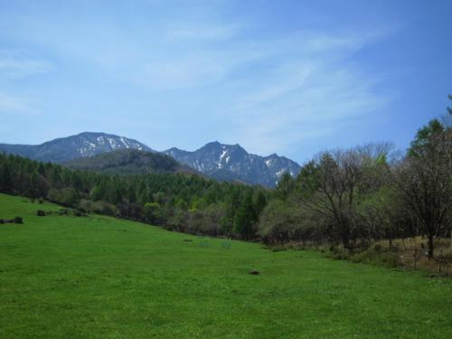 小滝から25分で県営八ヶ岳牧場へ。<br /><br />権現岳が凛々しい!