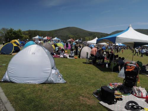 五月といえども日差しが強くなるので、カングージャンボリーには、小さなテントを持参される方も多い。