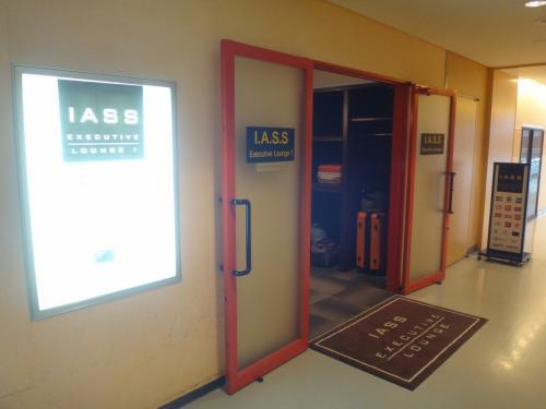 成田国際空港第1ターミナル 中央ビル5F<br />『IASS Executive Lounge 1』<br /><br />次は、ビジネス&トラベルサポートセンター(TEIラウンジ)と<br />隣接しているアイ・エー・エス・エス エグゼクティブラウンジ 1に<br />お邪魔します。<br /><br />http://www.iass.co.jp/lounge/index2.html