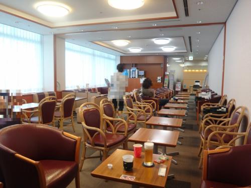 成田国際空港第1ターミナル 中央ビル5F<br />『ビジネス&トラベルサポートセンター(TEIラウンジ)』<br /><br />TEIラウンジ内の座席の写真。<br /><br />入口に雑誌なども用意されています。