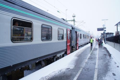 キルナ駅(Kiruna)のホーム<br />17:55ストックホルム(Stockholm)?11:06キルナ(Kiruna)の鉄道に乗り、キルナへ着きました。